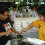 Parents and teachers of 6th grade students assisted with feeding the underprivileged children of Crame Elementary.