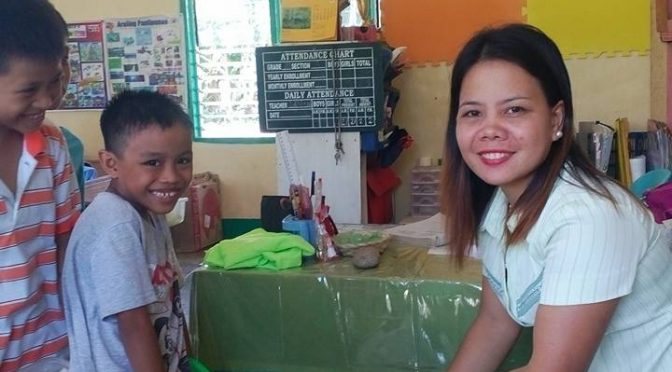 Teacher distributing lunch to students